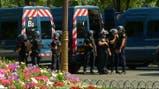 Nueva alarma en París: evacuan los Campos Elíseos luego de que un auto chocara a un patrullero
