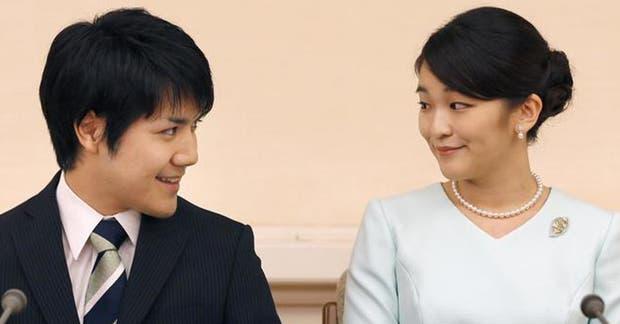 La princesa Mako y su prometido, Kei Komuro, este domingo tras anunciar su compromiso