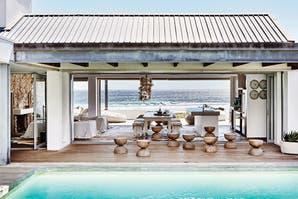 Una casa que se funde con la arena y el océano en Sudáfrica