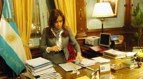 La jefa del Estado, en su despacho luego del anuncio del plan social
