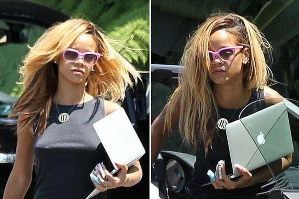 ¿Qué le pasó a Rihanna? Se baja de un auto con los pelos todos revueltos. Foto: Celebritieswonder.net