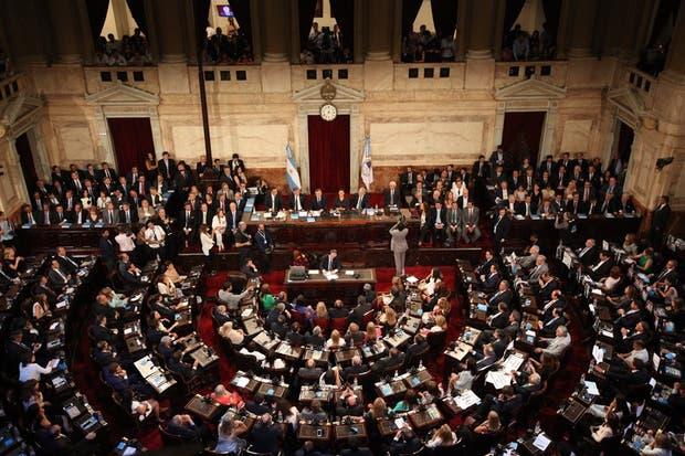Macri habló durante una hora ante un recinto en el que se percibió el enfrentamiento entre el macrismo y el kirchnerismo
