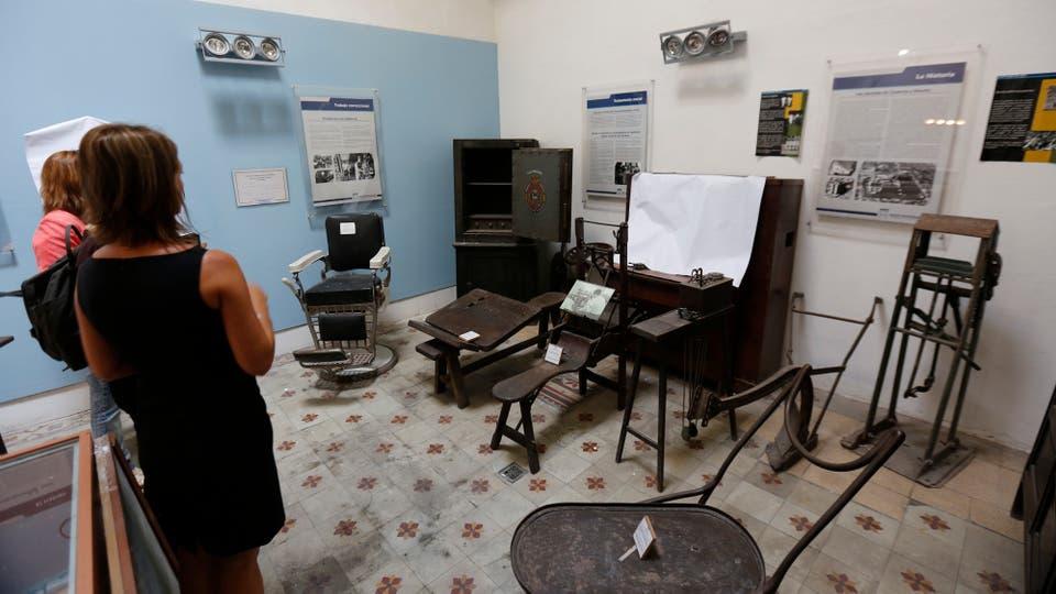 Las celdas, las ropas que utilizaban y las máquinas de coser perduran tras los gruesos muros del convento, así como algunos testimonios de la época. Foto: LA NACION / Fernando Massobrio