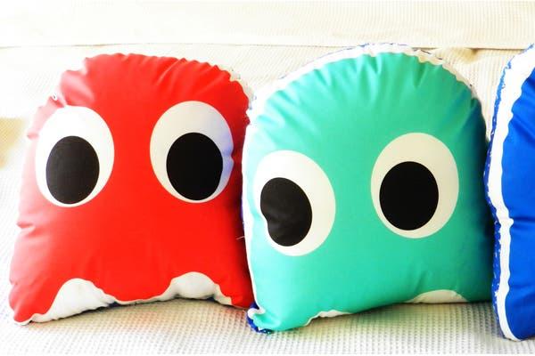 Estos almohadones retro de pacman son súper cancheros. Se venden desde $130. Foto: Gentileza Piaf Design