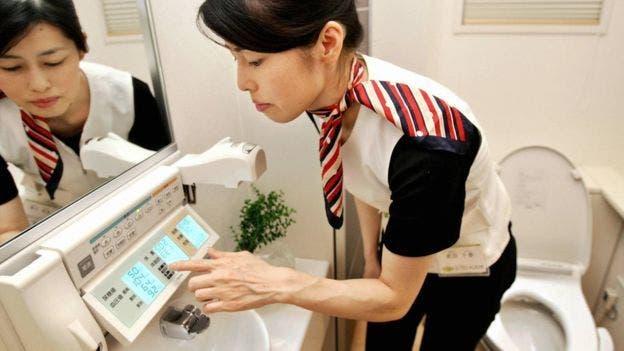 Los inodoros japoneses tienen música para tapar otros ruidos durante el uso del baño