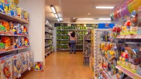 No repunta el consumo: retrocedió 5% en marzo y acumula 15 meses en baja