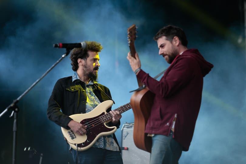Maxi Prietto y Santiago Moraes celebran la apertura del Cosquín Rock 2018