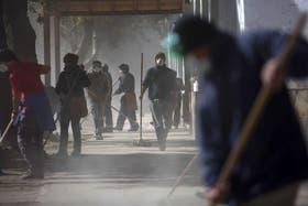 La semana pasada, vecinos de San Martin de Los Andes se organizaban para limpiar las calles