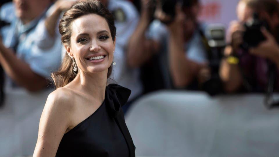Angelina Jolie aparece con sus hijos en Toronto