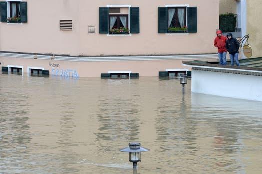 Graves inundaciones que no ceden en numerosas regiones de Alemania, República Checa y Austria, amenazan con llegar a Hungría, Eslovaquia y Polonia, dejaron hasta el momento ocho muertos y una decena de desaparecidos. Foto: AFP