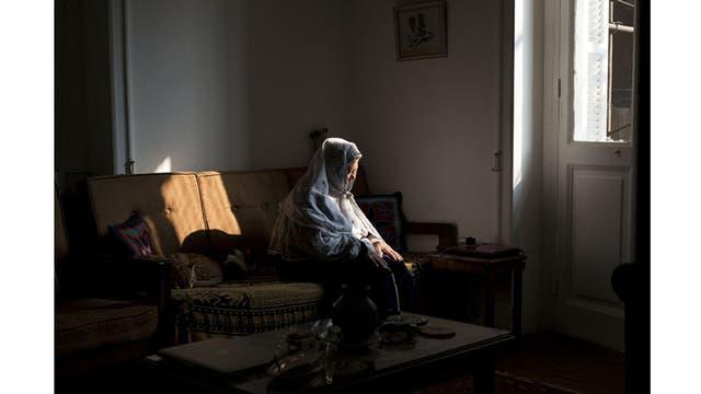 """Premio 100 aniversario de Nikon, """"Esta foto es mi tributo personal a mi querido Egipto, que ha sido mi hogar durante más de diez años. La intención tras esta fotografía de una mujer rezando, era expresar calma y tranquilidad, dar un nuevo sentido a la palabra celebración"""""""