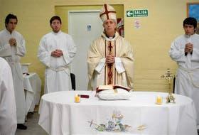 El futuro arzobispo de Buenos Aires, Mario Poli, visitó ayer la cárcel de Santa Rosa