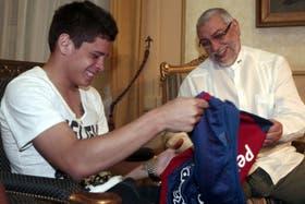 Iturbe con el presidente paraguayo Lugo y los colores de Cerro