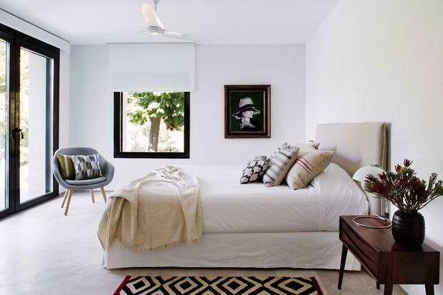 Sillón 'About a Lounge Chair' (HAY) y alfombra de la colección 'Mélange' (Nani Marquina).  /Belén Imaz, gentileza Estudio Ábaton
