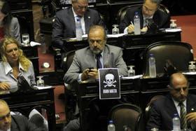 La oposición intenta frenar el acuerdo, pese a que el oficialismo ya consiguió mayoría