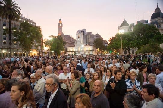 Una multitud, en Plaza de Mayo. Foto: Patricio Vidal/ AFV