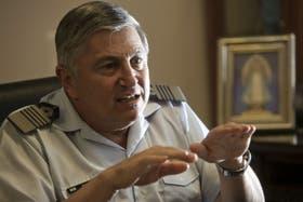 El director de LADE explica que la pérdida de destinos es consecuente con las horas de vuelo perdidas