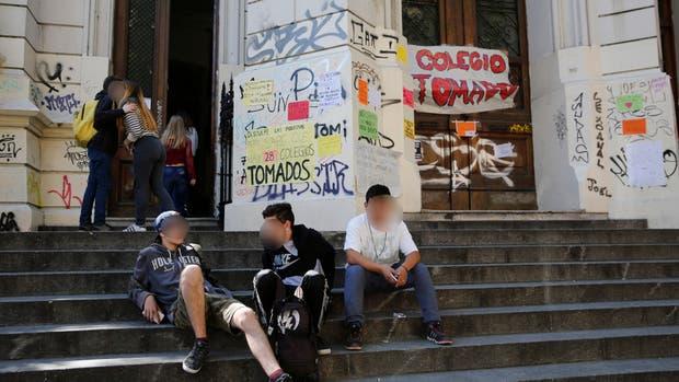 Treinta escuelas fueron tomadas en rechazo de la reforma educativa, ¿qué rol deberían asumir los adultos?