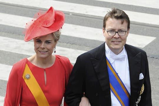 Los holandeses Constantijn y Laurentien, cuando llegaron a la iglesia Nieuwe Kerk. Foto: Reuters