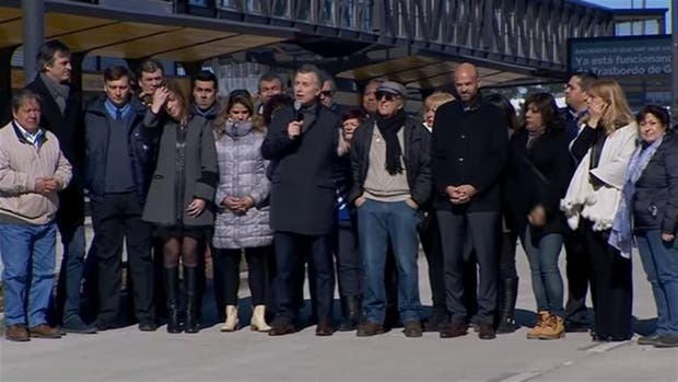 Macri, Vidal y los candidatos de Cambiemos, en el territorio de La Matanza; en un extremo, la intendenta Magario