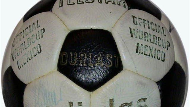 1970, México: desde este Mundial las pelotas oficiales comenzaron a ser producidas por Adidas; Telstar fue el primer modelo de las pelotas actuales. Foto: Archivo