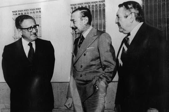 Jorge Rafael Videla con Henry Kissinger y el Embajador Dr. Raul Castro en la quinta de Olivos, 22 de junio de 1978. Foto: Archivo