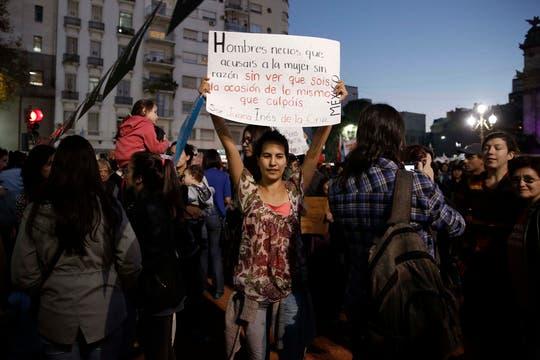 NiUnaMenos, en defensa de la mujer y contra el femicidio, una multitud se reunió frente al congreso teñido de violeta. Foto: LA NACION / Santiago Filipuzzi