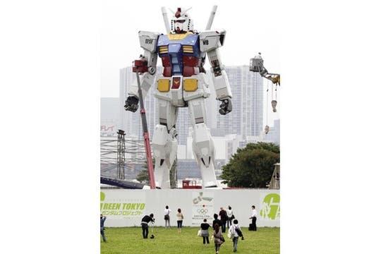Una estatua de 18 metros de alto se instaló en la capital japonesa para impulsar su candidatura para los Juegos Olímpicos de 2016. Foto: AFP