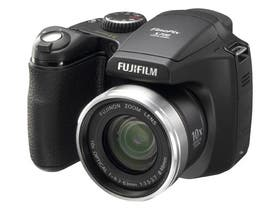 """FUJIFILM. La Finepix S5700, de 7,1 megapixeles, incluye un zoom óptico de 10x, pantalla LCD de 2,5"""", estabilizador de imagen para tomas en movimiento, memoria interna de 27 MB. $ 1399"""