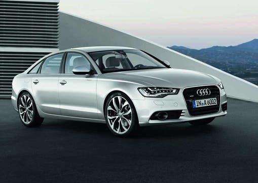 Audi también aprovecha el salón para un lanzamiento. El nuevo y majestuoso A6 se muestra con todo su arsenal tecnológico.