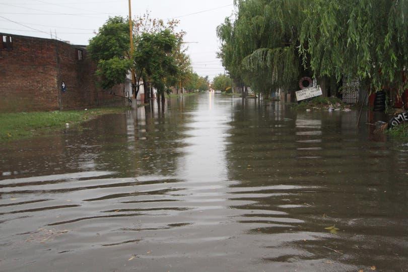 Barrio Centenario, se inundó tras las fuertes lluvias. Foto: LA NACION / Amancio Alem