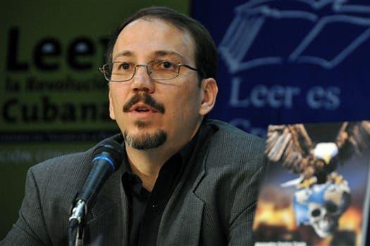 Alejandro Castro, al presentar su libro en 2009. Foto: Archivo