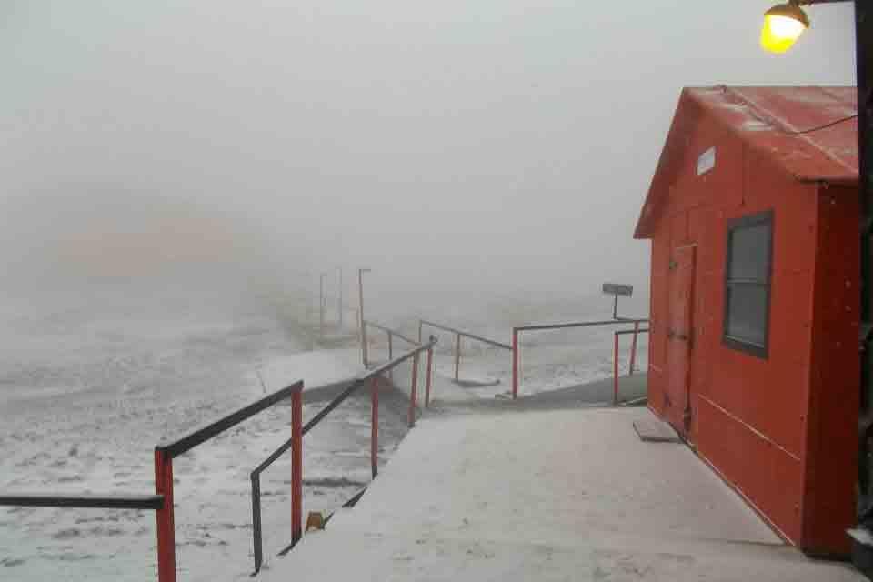 La entrada a la base Marambio foto: Archivo Facebook: Base Marambio (Antártida Argentina)
