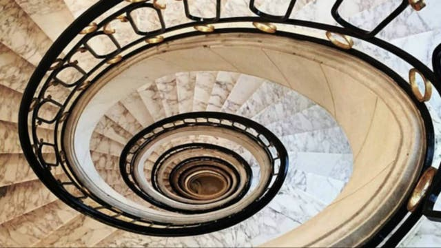 La escalera caracol del Hotel Alvear. Foto: Andrea Grevex