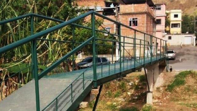 El puente costó el equivalente a US$1.500, mientras que lo presupuestado por las autoridades fue de US$81.000.