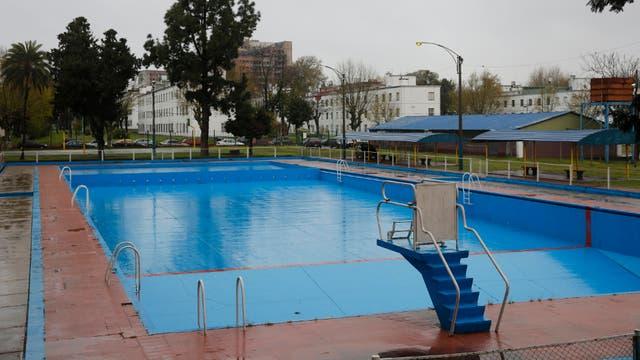 Polideportivo Dorrego. Es uno de los sitios que está en mejores condiciones; sus cuidadores hacen un gran esfuerzo para mantenerlo limpio; eso sí: la iluminación es insuficiente