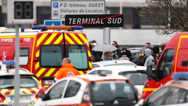La terminal sur de París-Orly fue evacuada y el tránsito aéreo fue interrumpido