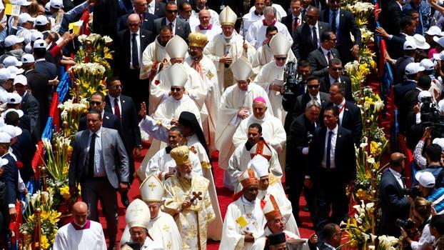 El pontífice celebró hoy su única misa de este viaje de 27 horas en Egipto.