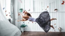 Algunos temas, como volar o flotar en el aire, son comunes en los sueños.