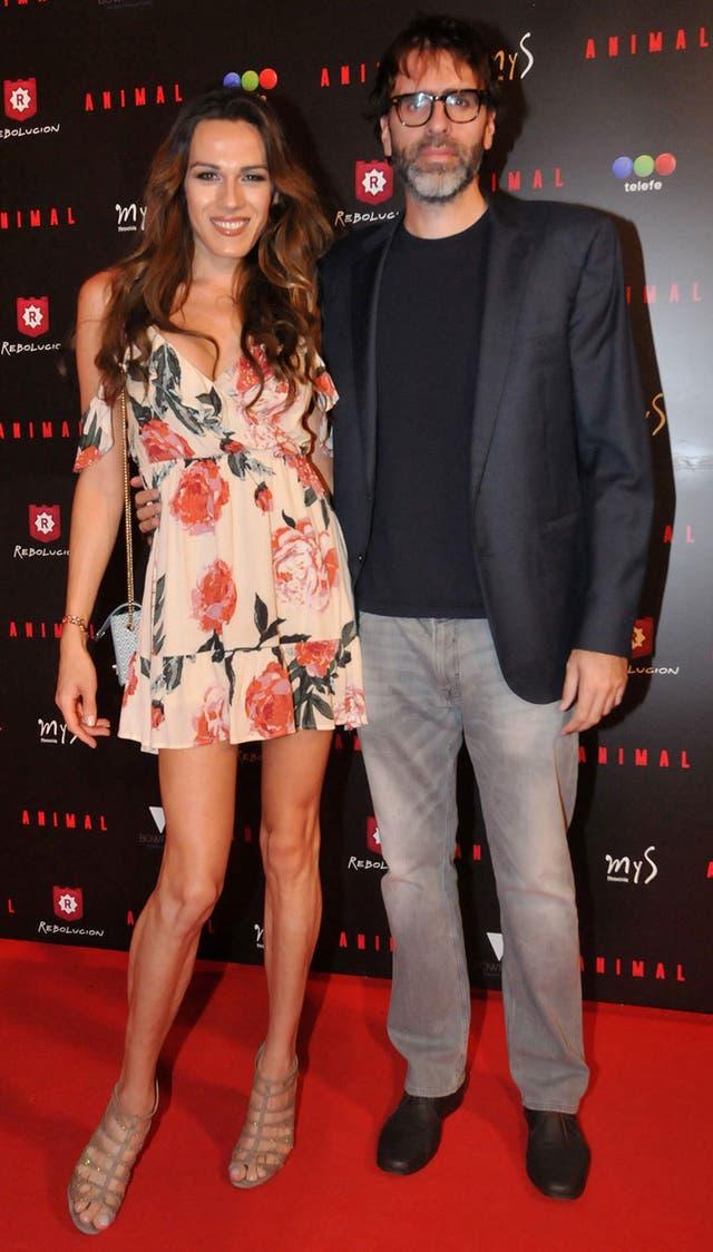 El socio y primo de Bo, Nicolás Giacobone, junto a su pareja Mariana Ginnes