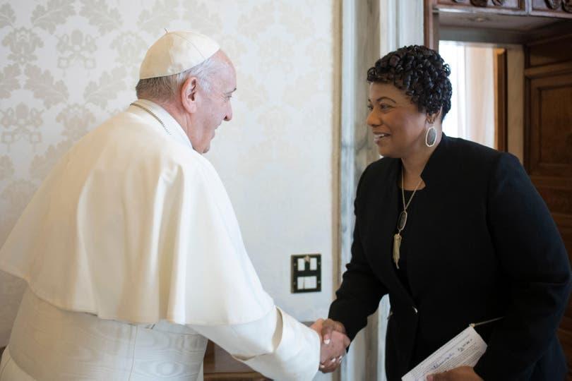 El papa Francisco recibió a Bernice Albertine King, quien le entregó un libro que recuerda la lucha de su padre por los derechos civiles de los afroamericanos; este año se cumple el 50 aniversario de su asesinato