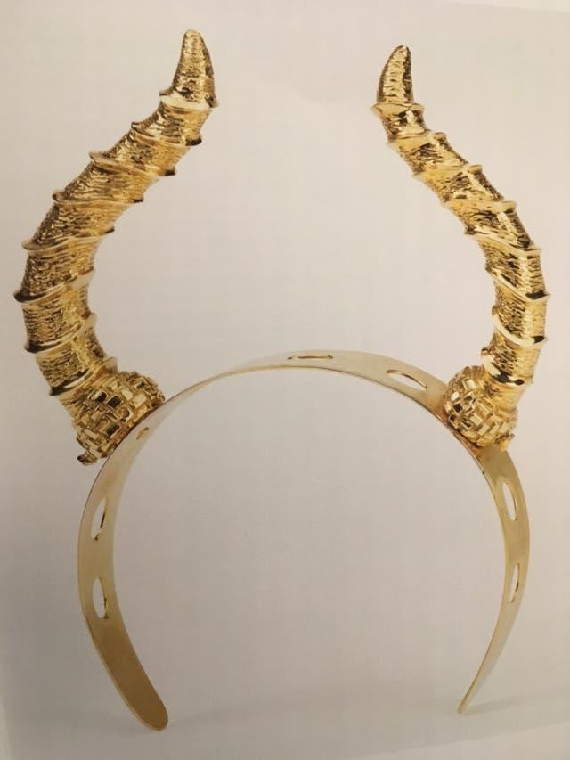 Tiara realizada en oro por Leonor Fini, exhibida en Didier Ltd.