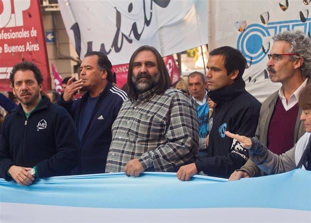 Baradel encabezó una marcha docente a la Casa de la Provincia