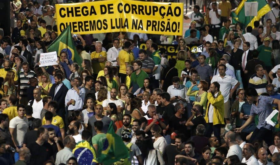 El detonante de la ira popular fueron las escuchas telefónicas entre Dilma y Lula. Foto: AFP