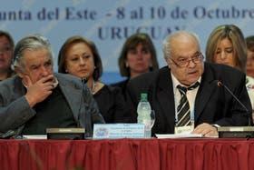 Mujica junto a Huidobro durante una conferencia de ministros, celebrada en Punta del Este