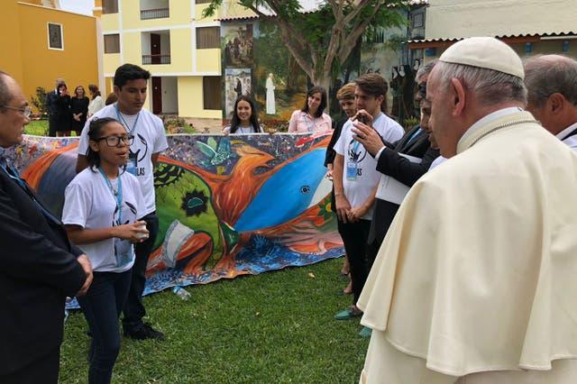 Junto a otros estudiantes, Maria Paula, se reunió en nombre de los más de 200 jóvenes de 34 escuelas públicas, privadas, confesionales y laicas del Perú que participaron de Scholas Ciudadanía