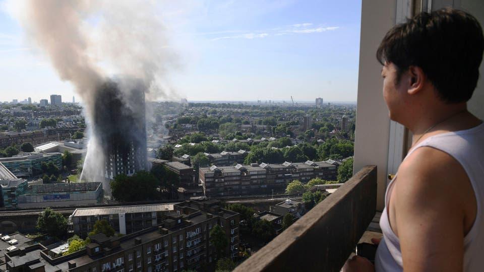 La columna de humo se ve desde varios kilómetros. Foto: AP