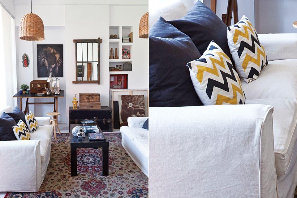 Sobre una alfombra que Pablo encontró en la calle, sofás retapizados en lino. Lámparas de mimbre (Puerto de Frutos) y una vieja ventana reciclada como espejo.  Foto:Living /Magalí Saberian