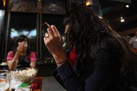 El tabaquismo aumenta en las mujeres y genera un alza del cáncer de pulmón