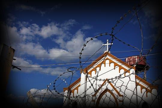 Dentro del penal funciona una iglesia; allí se refugiaron varios presos durante el motín. Foto: lanacion.com / Martina Matzkin
